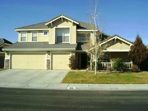 9981 Rio Bravo Front of house.jpg
