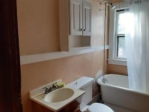 404_apt3_bathroom.jpg
