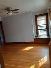 404_apt3_livingroom.jpg