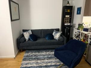 4 - Living Room 2.1.JPG