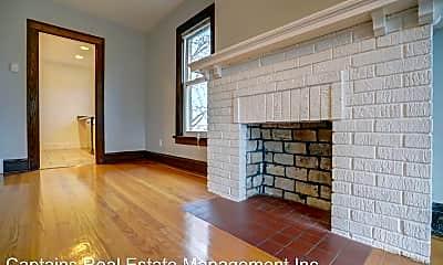 Living Room, 416 Chamberlain Ave, 2