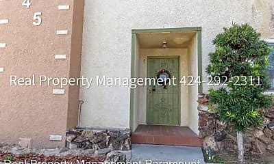 Living Room, 945 N Inglewood Ave, 1