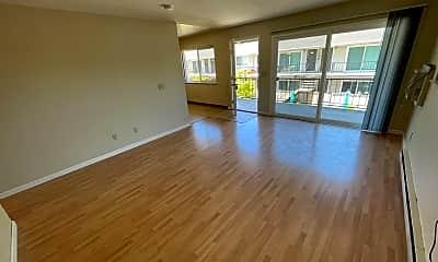 Living Room, 3990 Hamilton Ave, 1