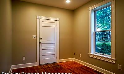 Bedroom, 711 N Lincoln St, 2