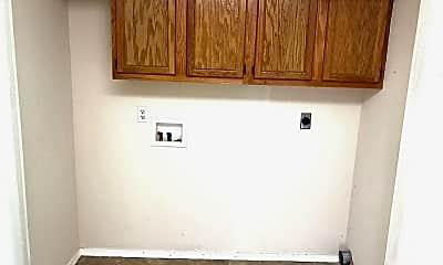 Bathroom, 7204 Texas Rd, 2