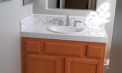 Bathroom, 3337 Crossland St, 1