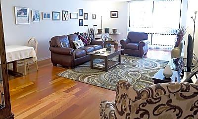 Living Room, 1025 N Floyd Rd, 1