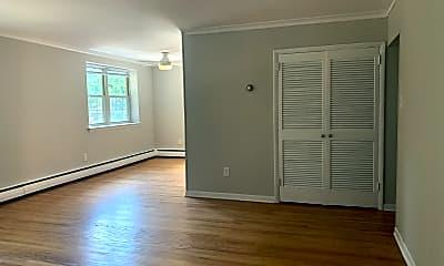 Living Room, 404 N Monroe St, 1