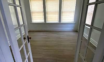 Patio / Deck, 1017 Eichelberger St, 2