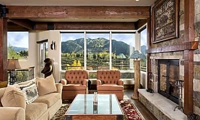 Living Room, 185 Nighthawk Dr, 0