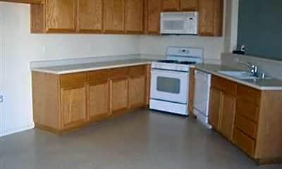 Kitchen, 670 Kensington Cir, 1