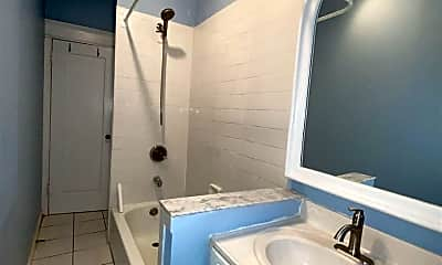 Bathroom, 851 Boulevard E D3, 2
