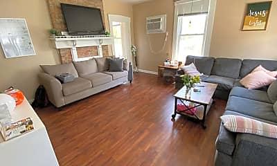 Living Room, 1532 Burney Ln, 0