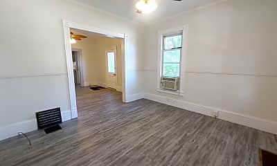 Bedroom, 403 E Beecher St, 1