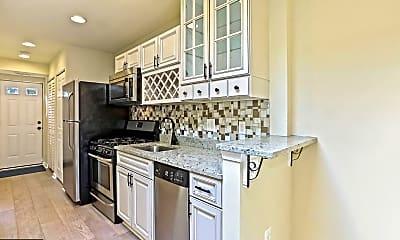 Kitchen, 1268 16th St NE B, 1