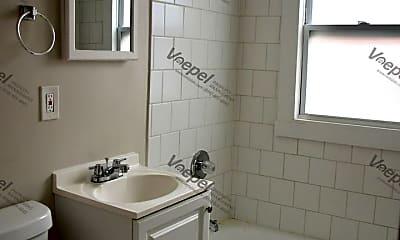Bathroom, 901 N 16 St, 2
