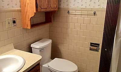 Bathroom, 923 5th Ave W, 2