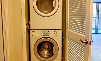 Bathroom, 1600 N Oak St 530, 2