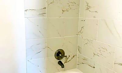 Bathroom, 502 W Myrtle St, 2
