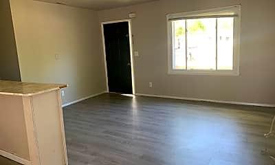 Living Room, 5114 Kickapoo Dr, 2