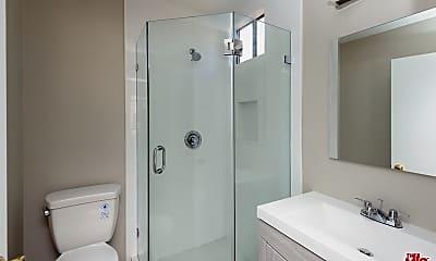 Bathroom, 1522 N Harvard Blvd 3, 2