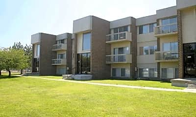 Building, Clovertree Apartments, 2