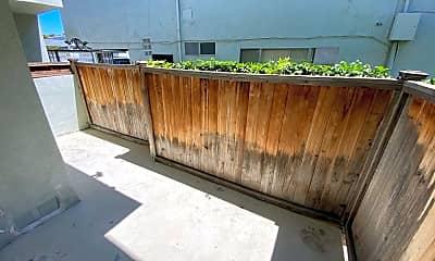 Patio / Deck, 3332 Mentone Ave, 2
