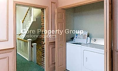 Bathroom, 464 Hanover St, 2