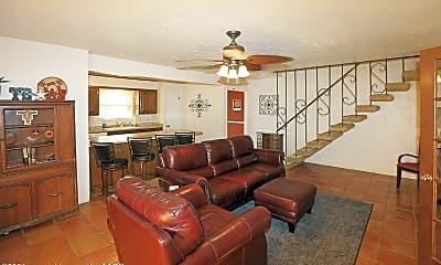 Living Room, 3227 Villa Pl, 1