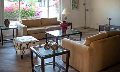 Living Room, 870 E San Lorenzo Rd, 1