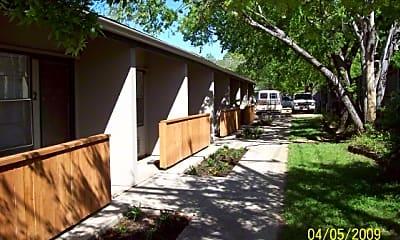 Building, 406 N Oak St, 1
