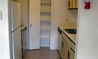 Summerfield Apartments, 1