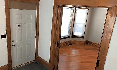 Bedroom, 905 E Burlington St, 1