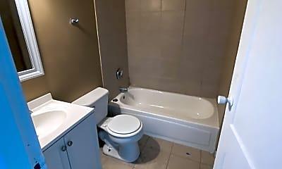 Bathroom, 1017 Eichelberger St, 1