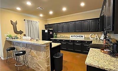 Kitchen, 3213 Papa Bear Dr, 1