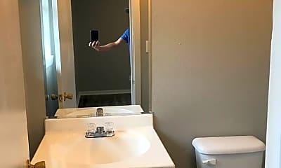 Bathroom, 601 Robbins St, 2