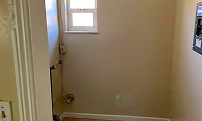 Bathroom, 422 N Glenn Ave, 2