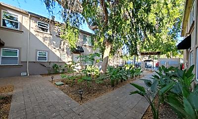 Building, 585 Cassia Street, 2
