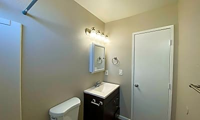 Bathroom, 2609 Fairmount Ave, 2