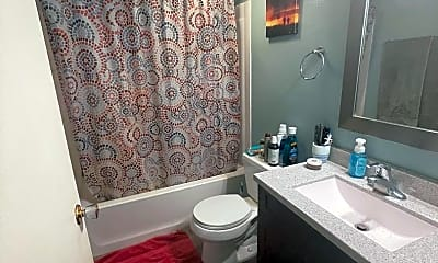 Bathroom, 409 9th Ave N, 2