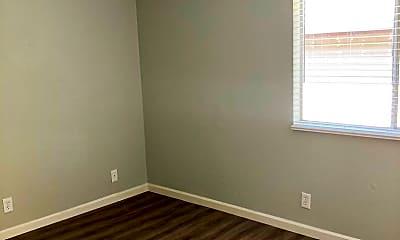 Bedroom, 725 N San Joaquin St, 2