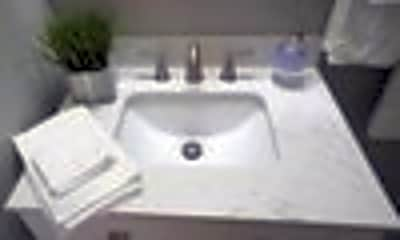 Bathroom, 612 E Jefferson St, 2
