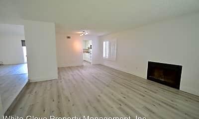 Living Room, 3462 Buckingham Rd, 1
