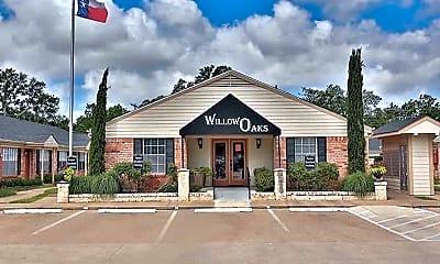 Willow Oaks Apartment, 1