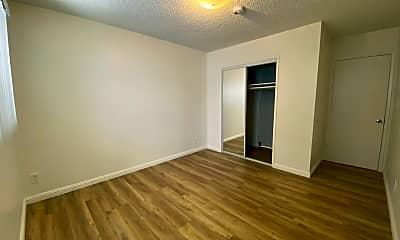 Bedroom, 221 N Belmont St, 1