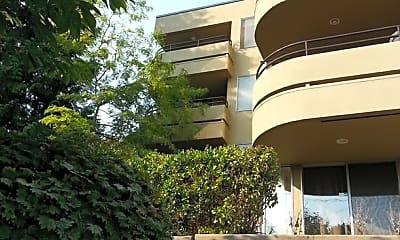 Building, 2145 Dexter Ave N, 2
