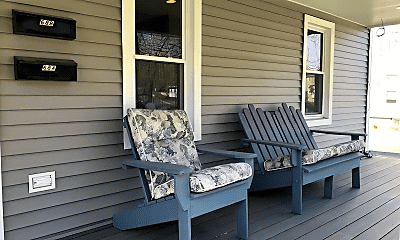 Patio / Deck, 68 Greenwood Ave, 2