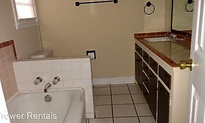 Bathroom, 1512 E 14th St, 2