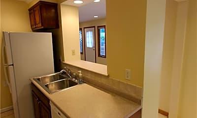 Kitchen, 246 Roycroft Blvd, 2