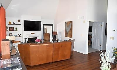 Living Room, 2516 E Oregon Ave, 0